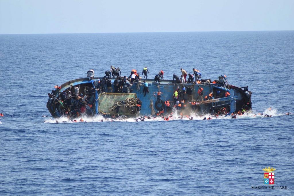 Más de 700 migrantes murieron en el mar esta semana