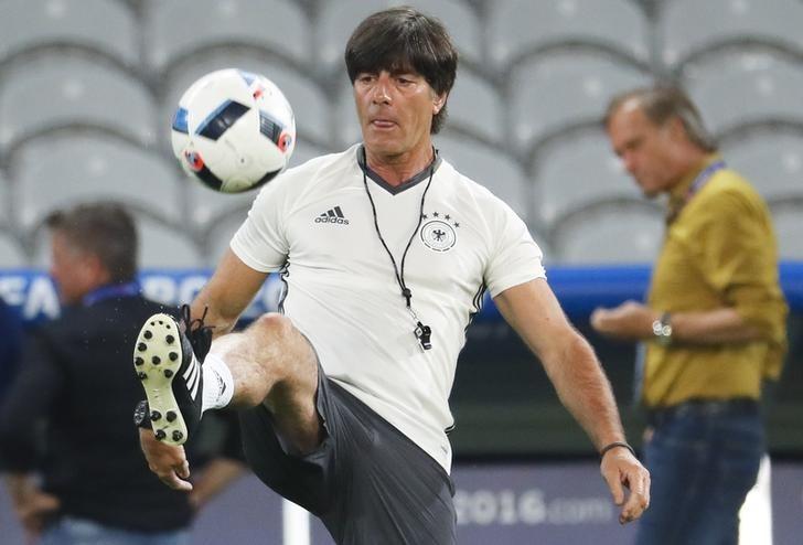 Joachim Löw's 'scratch and sniff' video no issue says Podolski