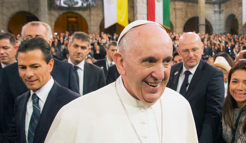 Podría haber más adelante un Papa Gay: Francisco