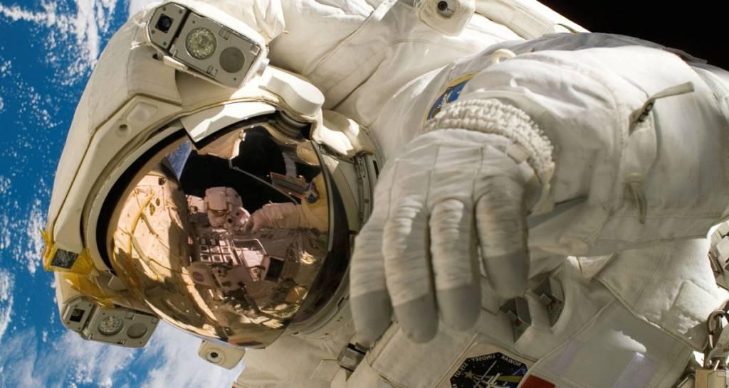 Declaraciones del astronauta Artulino Pirtizola sobre el nuevo elemento descubierto