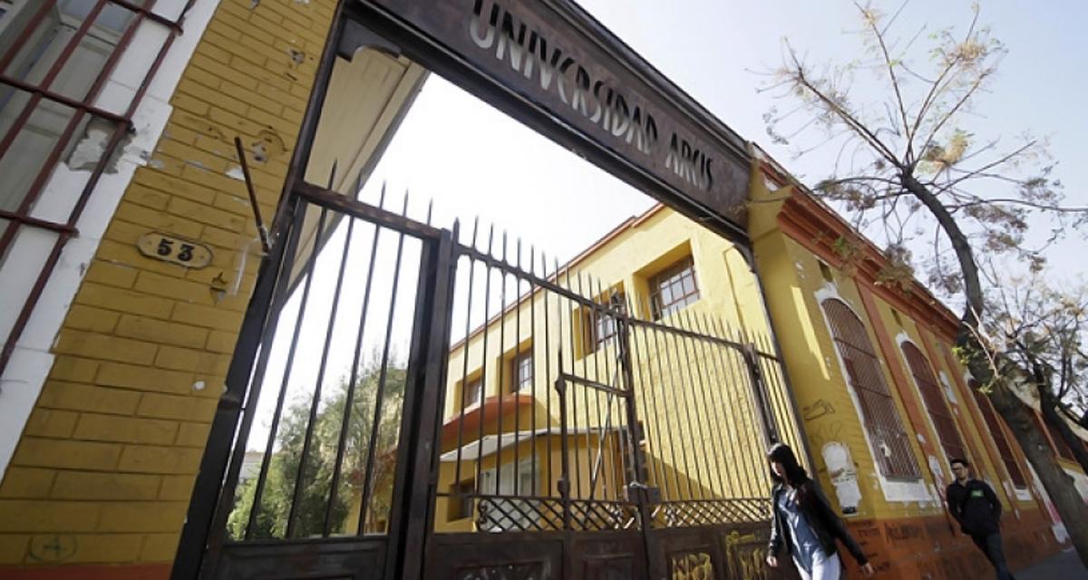 El polémico cierre de la Universidad de Artes y Ciencias Sociales (ARCIS) en Chile