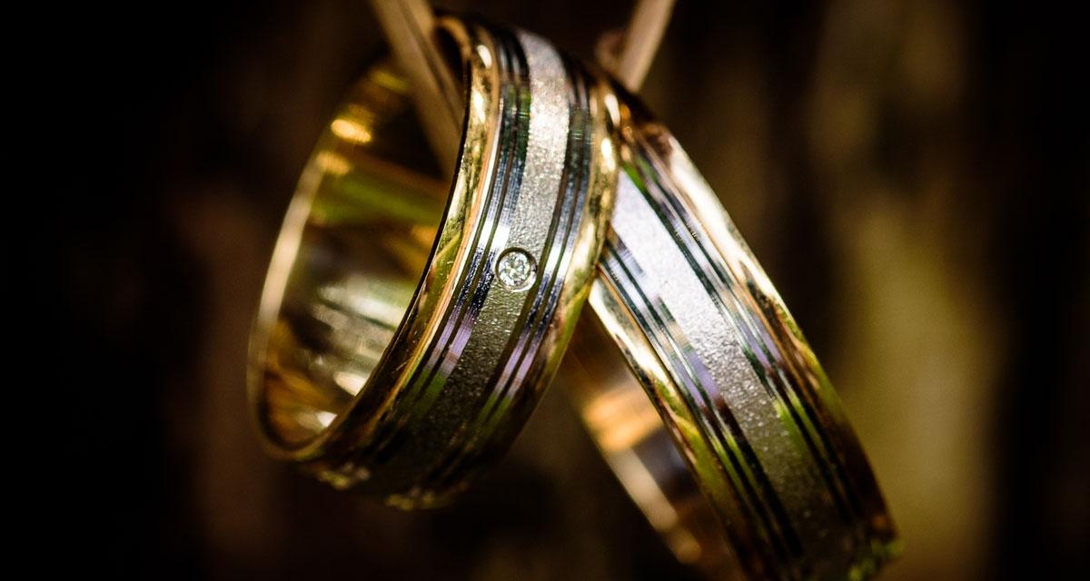 La historia del anillo de compromiso y el anillo de bodas