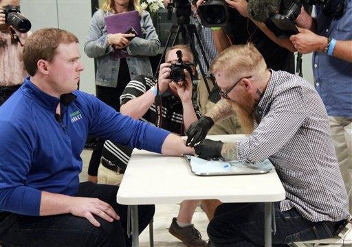 Compañía de Wisconsin implanta microchips en sus empleados