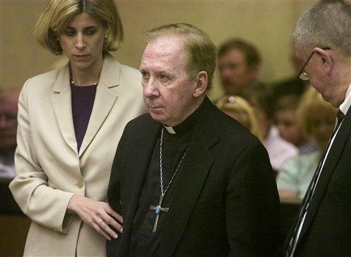 Exobispo católico de Phoenix acusado de abuso sexual de niño