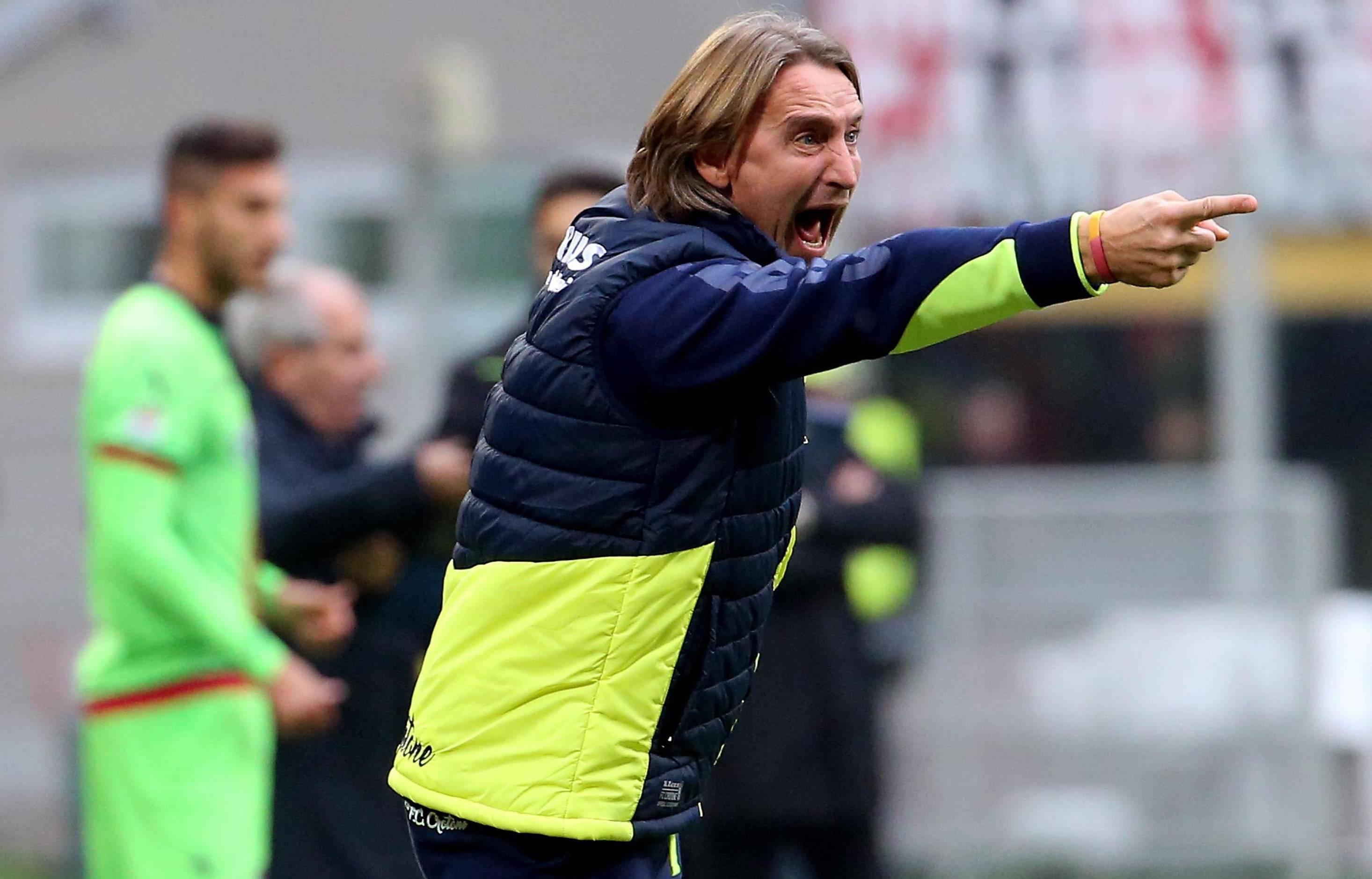 Técnico de Crotone renuncia tras 4 derrotas al hilo