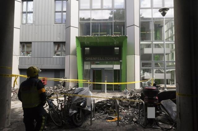 Suben a 79 los muertos por incendio en edificio en Londres