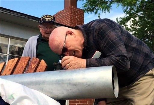 EEUU: Padre e hijo listos para eclipse tras faltar al del 79