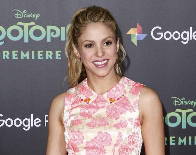 Shakira pospone gira europea por problema con cuerda vocal