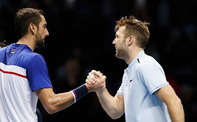 Federer vence a Zverev y va a semis de Copa Masters