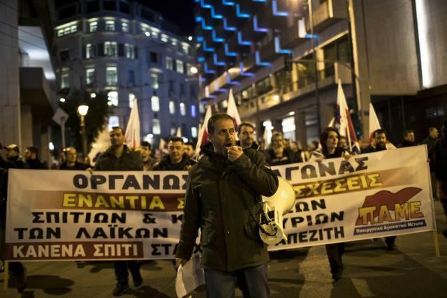 Aumentan protestas contra ejecuciones hipotecarias en Grecia