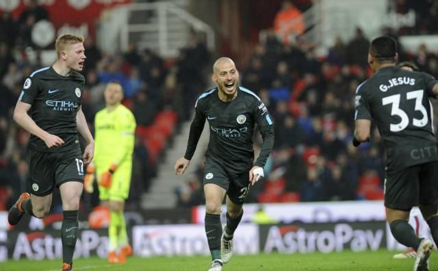 Doblete de Silva acerca a Man City al título