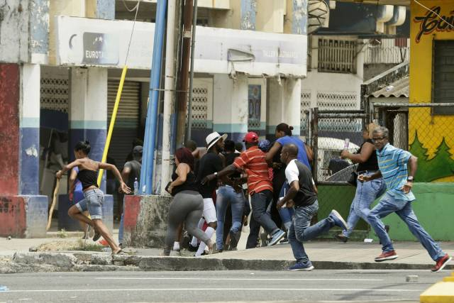 Disturbios y caos en provincia portuaria panameña de Colón
