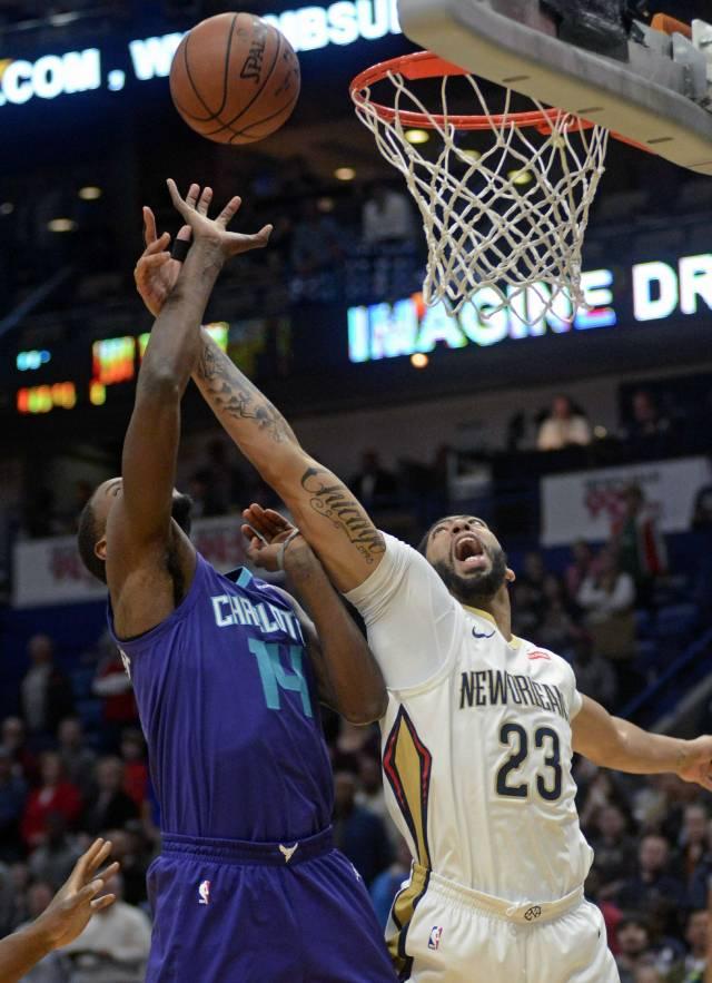 Davis y Pelicans derrotan 119-115 a Hornets