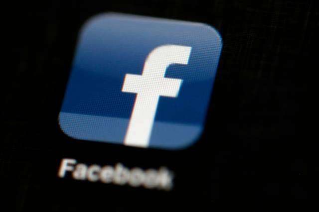Facebook suspende unas 200 aplicaciones por mal uso de datos