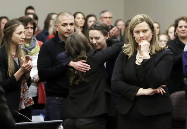 Michigan State pagará 500 millones a víctimas de Nassar