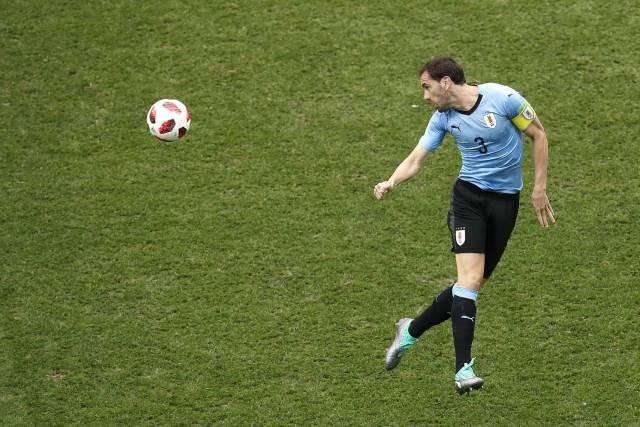 FIFA multa a Uruguay e Inglaterra, por medias no permitidas