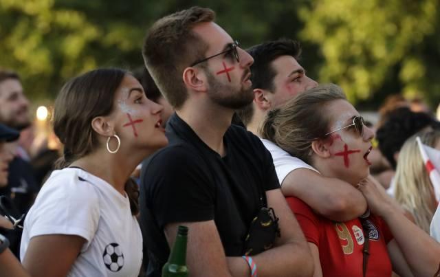 Hasta en Wimbledon se distraen por el Mundial