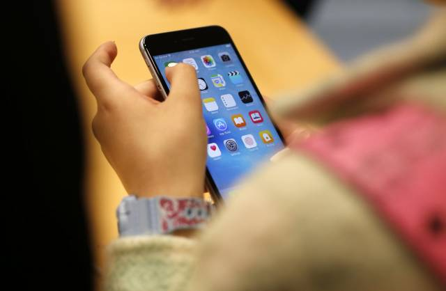 Sondeo: Jóvenes dicen que redes sociales les suben el ánimo