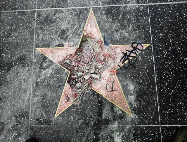 Sentencian a hombre que vandalizó la estrella de Trump