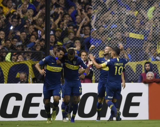 Aquejado por lesiones, Gago se va de Boca Juniors