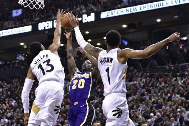 Leonard aporta 25 puntos y Raptors hunden más a Lakers