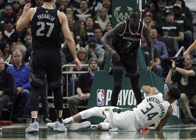 Los Bucks arrollan a los Pistons 121-86