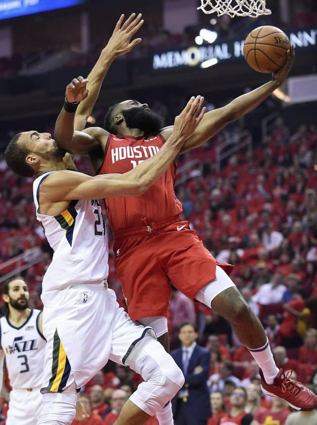 Harden anota 29, los Rockets se imponen al Jazz 122-90