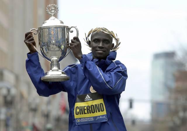 Keniano Cherono gana Maratón de Boston en final electrizante