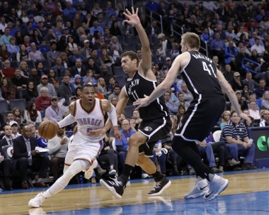 Con triple doble de Westbrook Thunder vence a Nets