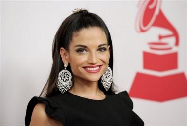 Exclusiva AP: Natalia Jiménez honra a Jenni Rivera con álbum