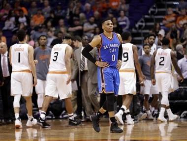 Suns sorprenden a Thunder pese a 48 puntos de Westbrook