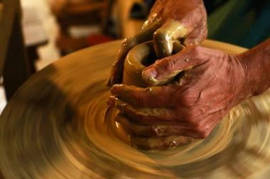 Las manos del bachero
