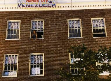 EEUU: Ordenan desalojo a activistas en embajada de Venezuela